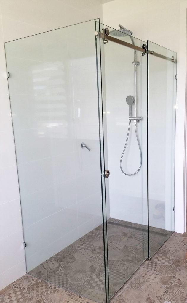 Frameless Sliding showers